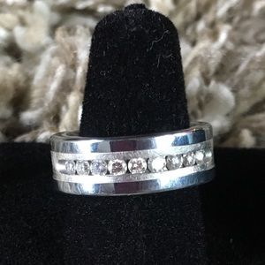 Jewelry - Pre owned tungsten ring with diamonds